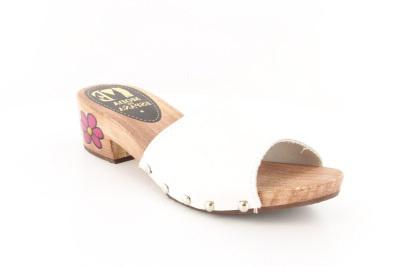 Dámské dřeváky na nízkém podpatku. Bílé. Dámské dřeváky ...