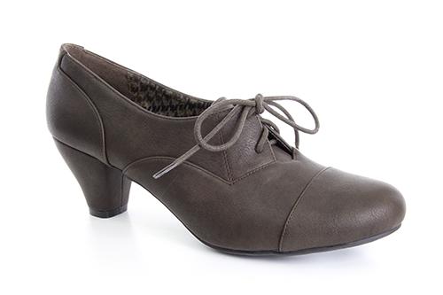 Kotníčková obuv na nízkém podpatku ve stylu oxford. Barva tmavě hnědá.
