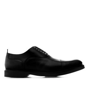Oxfordi stiilis mustad kingad