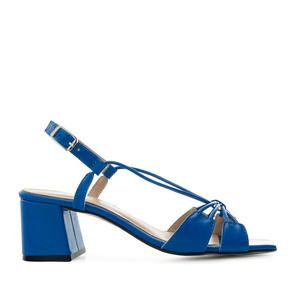Sandalias en piel con tiras de color Azulón
