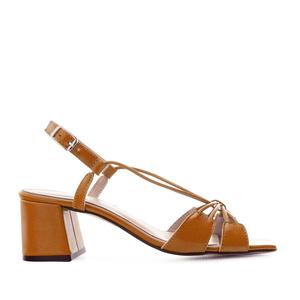 Sandalias en piel con tiras de color Camel