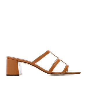 Sandalias con tacón en piel de color Camel