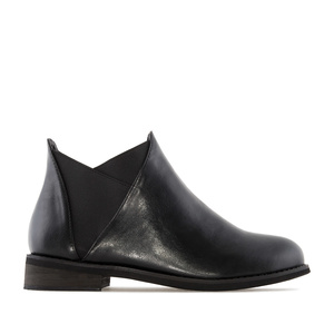 V-Chelsea Cut Boots in Black faux Leather
