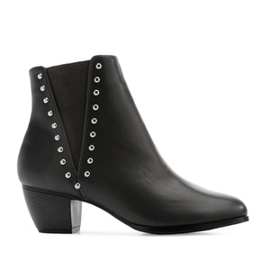 Tack Chelsea Boots in Black faux Leather