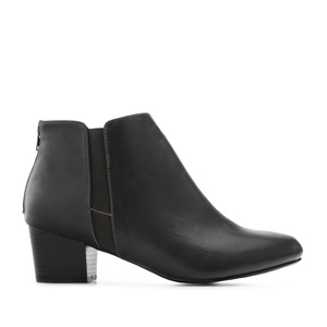 Fine-Chelsea Boots in Black faux Leather