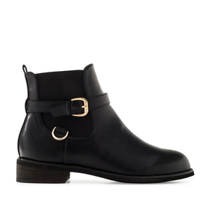 Chelsea Boots in Black faux Leather