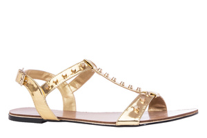 Páskové lesklé sandále s ozdobnými cvočky. Zlaté.