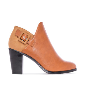 Zapato abotinado en Soft y Ante Camel.