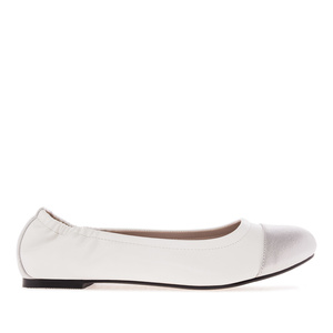 Elastic Ballet Flats in White faux Leather
