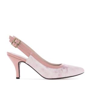 Vaaleanpunaiset sandaalit käärmeennahka kuviolla.