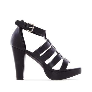 Mustat korolliset sandaalit