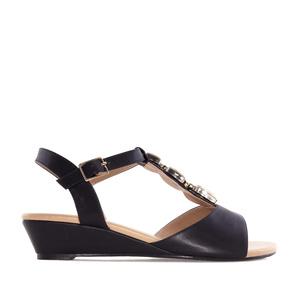 Sandále T-bar na klínku. Ozdobné kamínky. Černé.