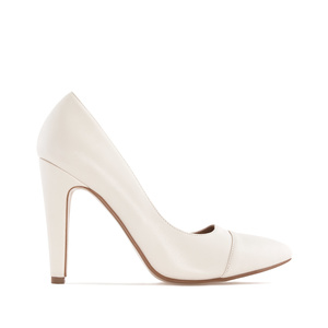 Fine Tip Heeled Shoes in Beige faux Leather