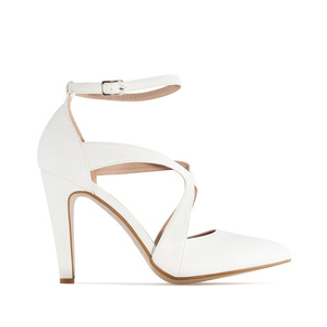Fine Tip Heeled Shoes in White faux Leather