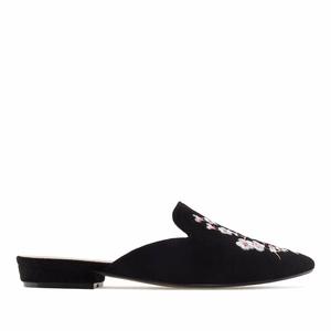 Papuče sa cvetnim vezenim detaljima, crne