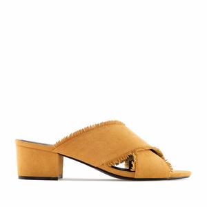 Sandalette aus Camelfarbenem Wildlederimitat mit Kreuzriemen