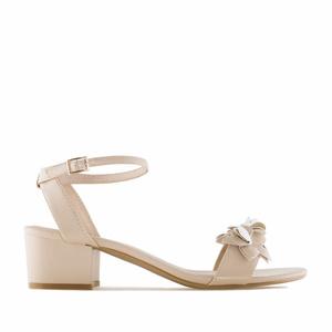 Páskové sandále na podpatku, ozdobné květy. Béžové.