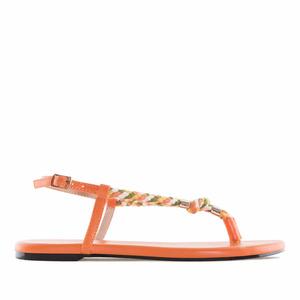 Oranssit varvasväli sandaalit.