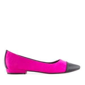 Semišové baleríny s úzkou špičkou. Kombinace růžová fuchsie a černá.