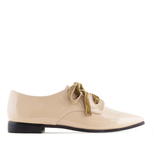Lace-Up Shoes in Beige Patent