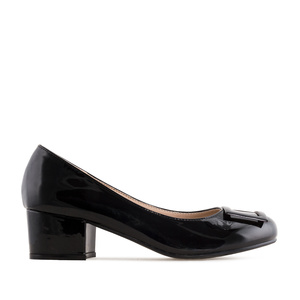 Low-Heeled Court Shoes in Black Patent