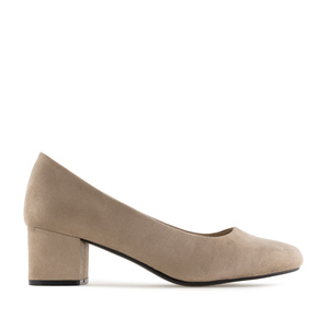 Block-Heeled Shoes in Sand coloured Suede
