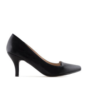 Court Shoes in Black faux Leather