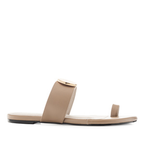Toe-Sandals in Nude faux Leather