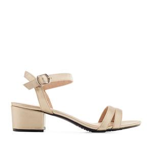 Kulta lakeeri sandaletti
