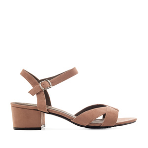Low-Heeled Sandals in Nude Suede