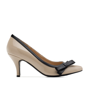 Bow Tie Heeled Shoes in Beige Patent