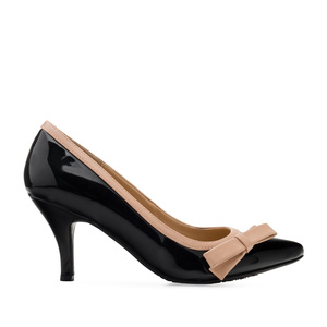 Bow Tie Heeled Shoes in Black Patent
