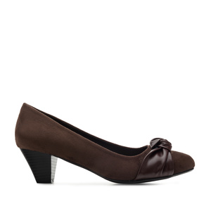 Knot Heeled Shoes in Brown Suede
