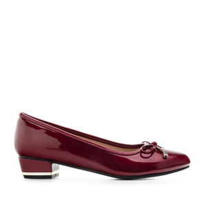 Low-Heeled Ballet Flats in Burgundy Patent