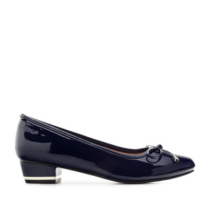 Low-Heeled Ballet Flats in Navy Patent