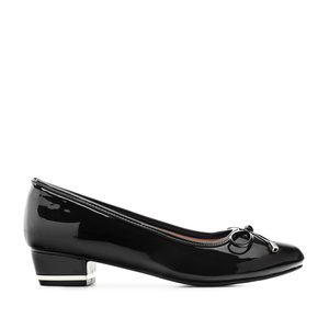 Low-Heeled Ballet Flats in Black Patent