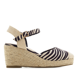 Toe-Cap Wedges in Zebra print