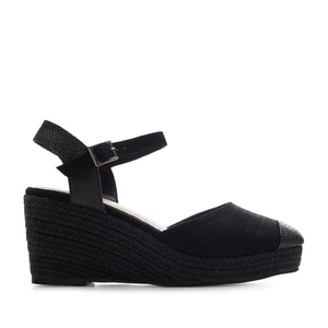Toe-Cap Wedges in Black Canvas