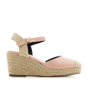 Toe-Cap Wedges in Pink Canvas