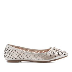 Ballerinas mit Perforationen in Soft-Silber