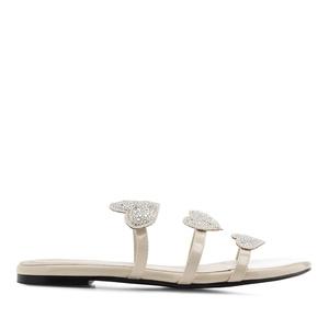 Béžové lesklé sandály. Srdce.