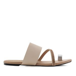 Páskové sandály krémové.