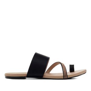 Páskové sandály černé.
