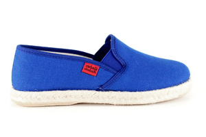 Shoes made of blue canvas, sole of rubber and jute.