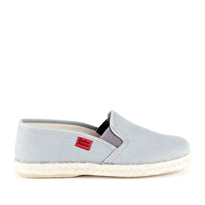 Shoes made of grey canvas, sole of rubber and jute.