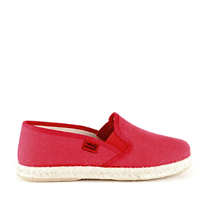 Shoes made of red canvas, sole of rubber and jute.