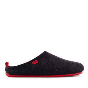 Unisex Slippers in Black felt with Red sole