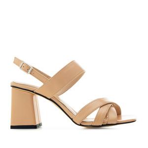 Kožené sandále na širokém podpatku. Krémové.