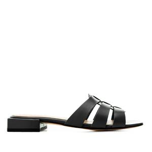Kožené páskové pantofle. Černé.