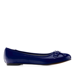 Blue faux-patent leather Ballerinas with bow.